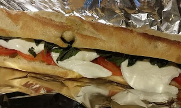 Recipe : Fresh Tomato, Mozzarella and Basil Sandwich