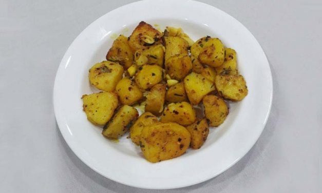 Recipe : Baked Chili and Turmeric Potatoes