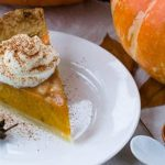 Pumpkin Pie Oatmeal with Cracker Crumble
