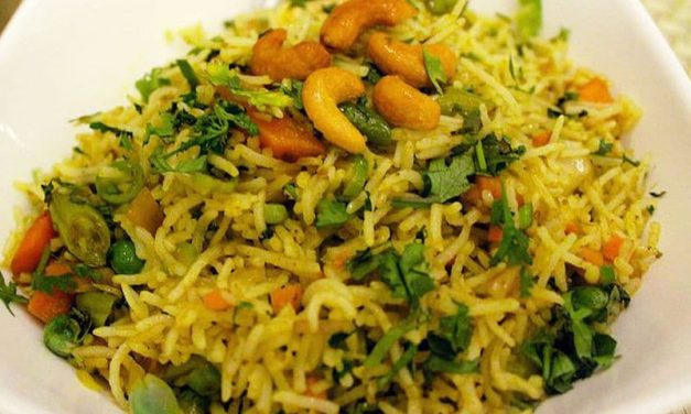 Recipe : Fenugreek Leaves and Peas Fried Rice (Methi Mutter Pulao)