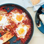 how to make sunny side up eggs with tomato sauce