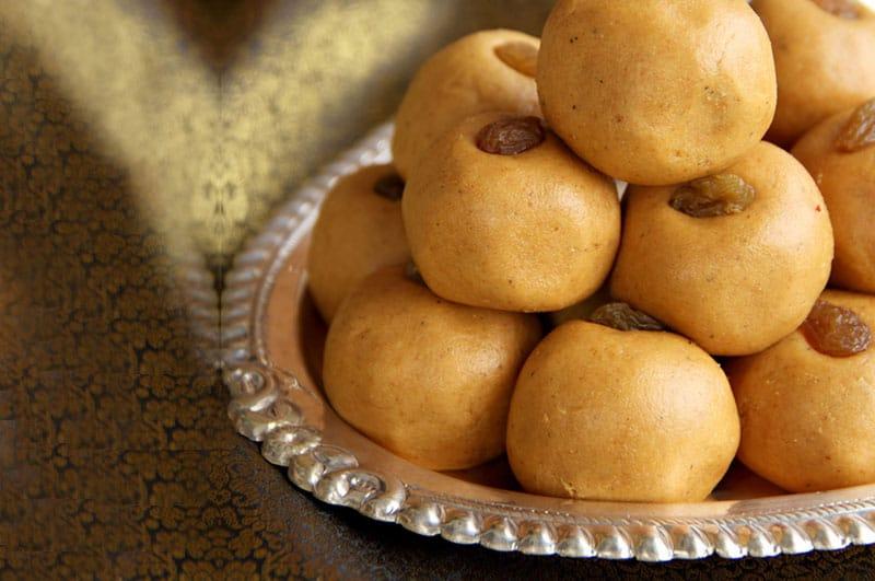 Besan Ladoo (Indian Sweet Gram Flour Balls)