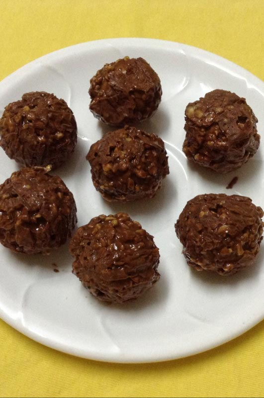 No Bake Chocolate Peanut Butter Balls for an Energy Boost1