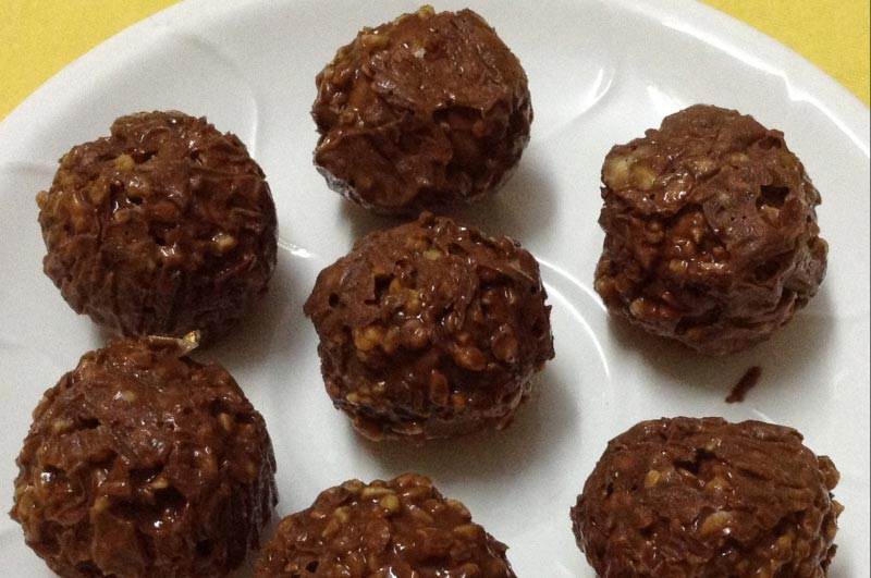 No Bake Chocolate Peanut Butter Balls for an Energy Boost4