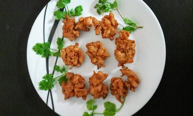 Recipe : South Indian Style Crispy Onion Fritter (Pakoda)