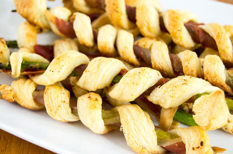 prosciutto wrapped asparagus twists puffs